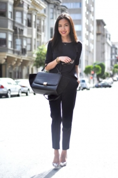 How to Accessorize a Plain Office OutfitPicture